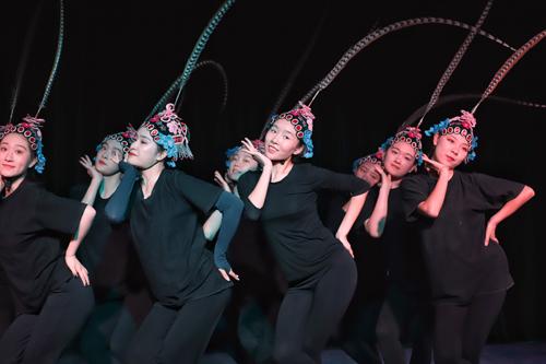 古典舞《俏花旦》1.jpg