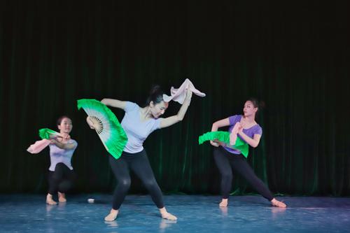 舞蹈—胶州秧歌《苦菜花开》.jpg